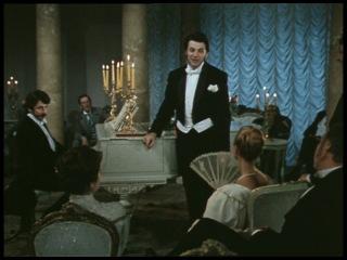 """Харрис поет комические куплеты (Фрагмент из фильма """"Трое в лодке, не считая собаки"""")."""